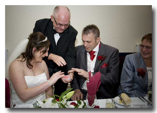 5 Reasons To Hire A Magician For Your Wedding