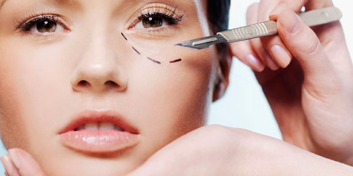 Tips On Deciding The Best Surgeon For Your Plastic Surgery