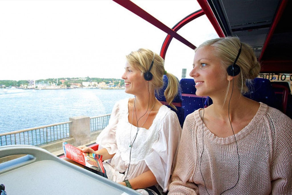 How To Enjoy Holiday Journey With Coach Hire In Surrey?